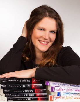 Autorin Hannah Siebern mit Ihren Bücherreien Barfuß und Nubila