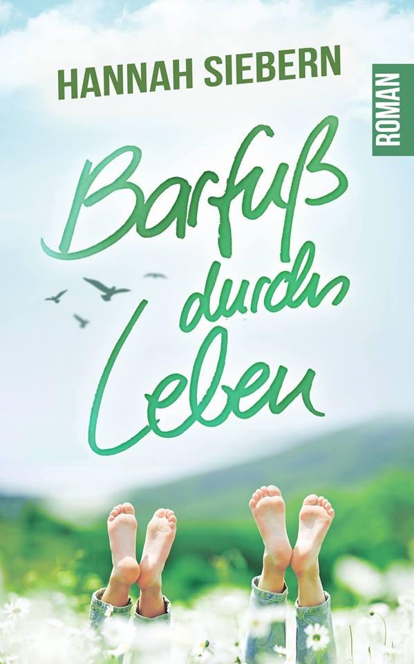 Liebesroman Barfuß durchs leben - Pärchen liegt auf einer Sommerwiese und man sieht nur die nackten Füße in den Himmel ragen
