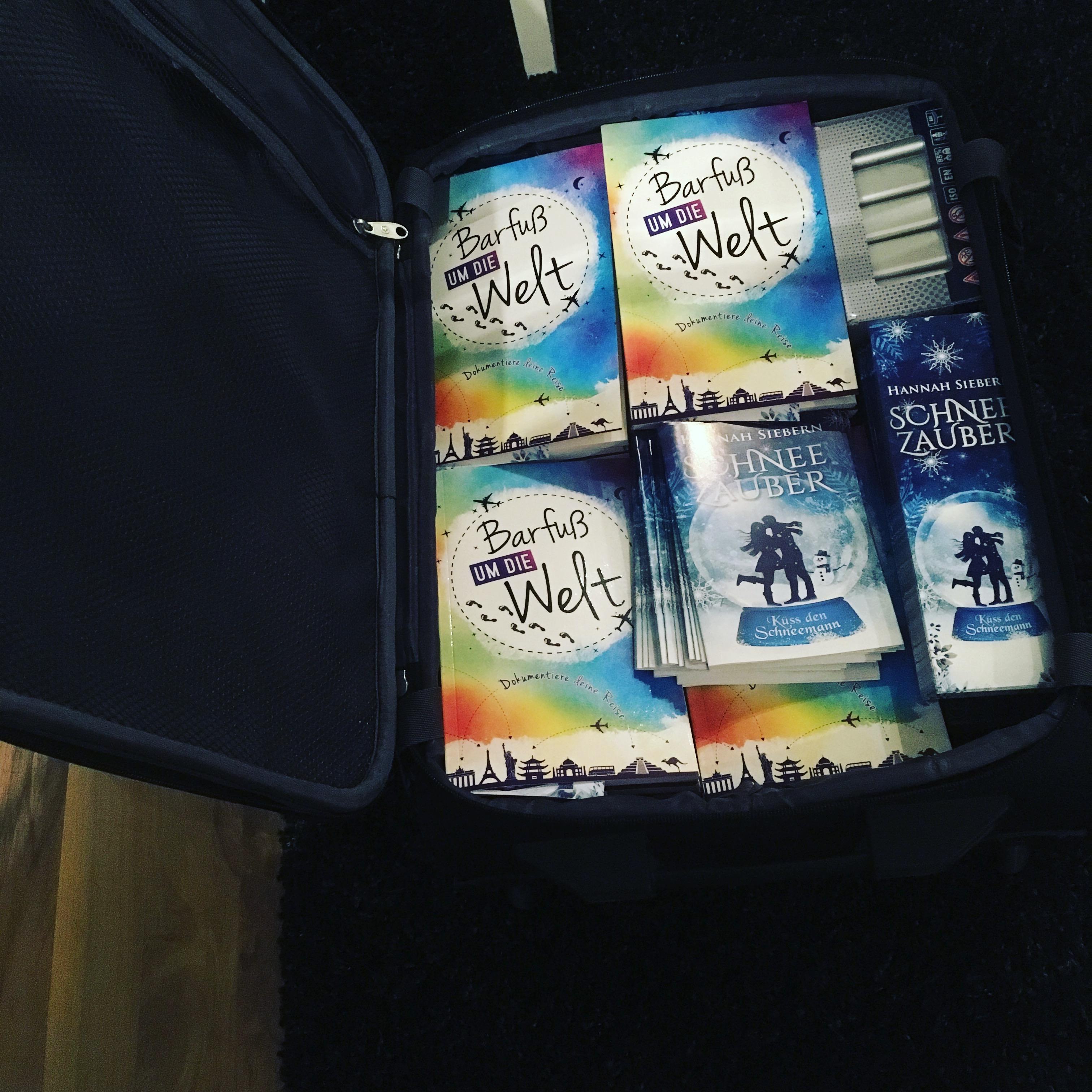 Goodies und Bücher für die Leipziger Buchmesse 2018 in einem Koffer gepackt