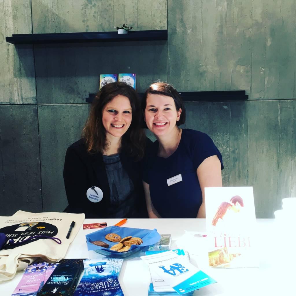 Hannah Siebern präsentiert ihre Bücher auf der Messe 2018 in Leipzig